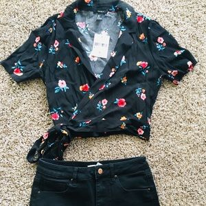 🖤 Floral and Black Forever 21 Top
